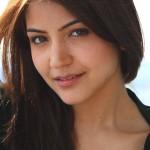 Anushka-Sharma-face