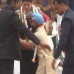 प्रियंका गांधी की सुरक्षा में बड़ी चूक, अचानक कुर्सी के पास पहुंच गया एक शख्स