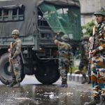 कश्मीर के हालात पर सरकारी सूत्रों का बड़ा खुलासा- हिरासत में 40 नेता और 1000 से ज्यादा पत्थरबाज
