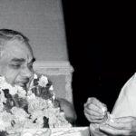 किताब समीक्षाः दक्षिणपंथ के मध्यमार्गी अटल