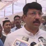 गोरखपुर में BJP पिछड़ी तो DM ने रोकी नतीजों की घोषणा, EC सख्त