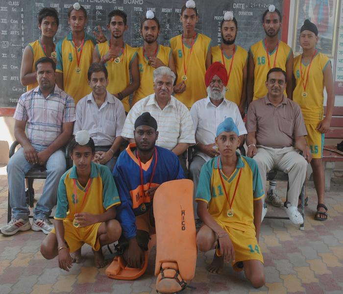 जिला स्तरीय हौकी टूर्नामेंट में डी.ए.वी .स्कूल जीता