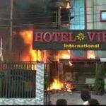 लखनऊ: होटल विराट में भीषण आग, 5 लोगों की मौत, बचाव अभियान जारी