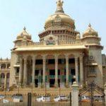 कर्नाटक सरकार: राजभवन का रुख तय करेगा कौन होगा अगला मुख्यमंत्री?