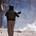 कश्मीर: मुठभेड़ में दो आतंकी ढेर, पत्थरबाजी के बाद इलाके में तनाव, इंटरनेट बंद