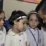 राबिया स्कूल पहुंचे केजरीवाल, बच्चियों के परिजनों ने किया प्रोटेस्ट