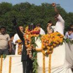दलित नेताओं ने बाबा साहेब को दूध से नहलाया, कहा- BJP की मेनका ने किया 'अशुद्ध'