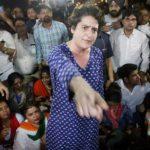 मार्च के दौरान धक्का-मुक्की, कार्यकर्ताओं पर भड़कीं प्रियंका गांधी