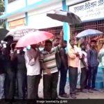 पश्चिम बंगाल ग्राम पंचायत चुनाव पोलिंग स्टेशन पर हुई हिंसा में 20 लोग घायल, मीडिया की कार पर भी हमला