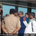 सोनभद्र नरसंहारः TMC सांसदों को वाराणसी एयरपोर्ट पर रोका, बिफरे नेता