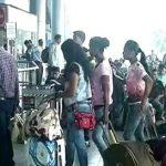 जम्मू-कश्मीर: विदेशी टूरिस्ट को भी जगह छोड़ने की सलाह, एयरपोर्ट पर अफरा-तफरी, टिकट मिलने में हो रही दिक्कत