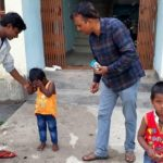 बिहार: पत्नी छोड़ भागी तो बच्चों को जिंदा दफनाने लगा जल्लाद पिता