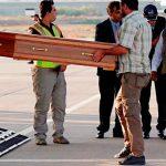इराक से भारत लाने के लिए विमान में रखे गए 38 भारतीयों के अवशेष, वीके सिंह ने दिया ताबूतों को सहारा