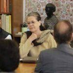 थोड़ी देर में सोनिया के घर कांग्रेसियों की बैठक, मॉनसून सत्र की रणनीति पर होगी चर्चा