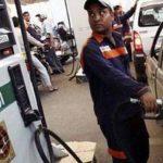 नेपाल से सस्ते में पेट्रोल डीजल खरीद रहे बॉर्डर के लोग