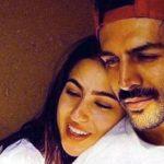 फैंस से घिरीं सारा अली खान, बॉडीगार्ड बन कार्तिक आर्यन ने यूं बचाया