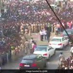 Farewell, Sridevi: कुछ ही वक्त में पंचतत्व में विलीन हो जाएंगी श्रीदेवी, आखिरी दर्शन के लिए उमड़ी जबरदस्त भीड़
